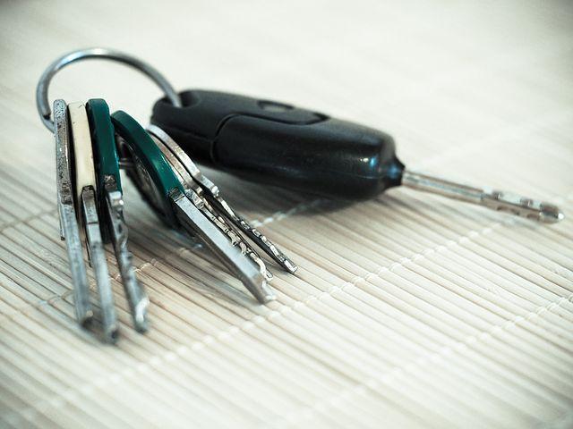 車の キー(鍵)の電池交換はどこでできる?スズキやトヨタの場合は?